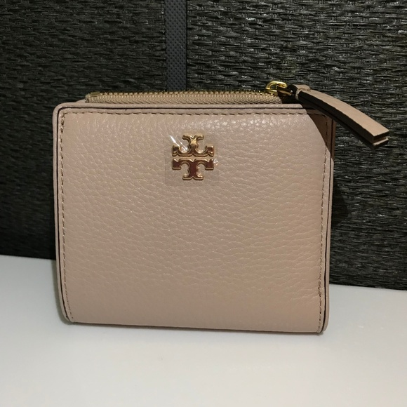 44abccb6880 NWT - Tory Burch Marsden Mini Leather Wallet. M 5b6f76310cb5aa236745b46a